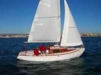 Classic 6.50 Cabin under sail, for comfortable familly cruising.